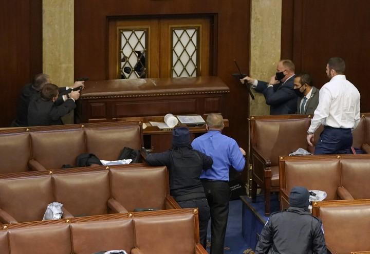 Cuộc tấn công vào nền dân chủ Mỹ - Ảnh: Drew Angerer (AFP)