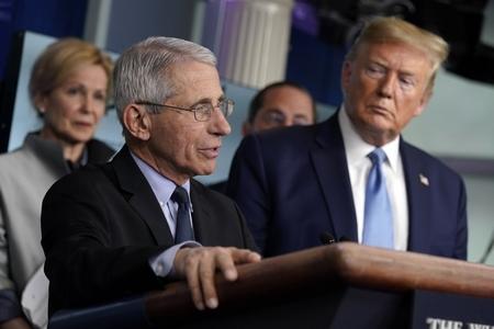 Anthony Fauci - yếu nhân của ngành dich tễ Hoa Kỳ phát biểu trong cuộc họp báo với Nhóm đặc nhiệm Coronavirus tại Tòa Bạch Ốc - Ảnh: Evan Vucci (AP)