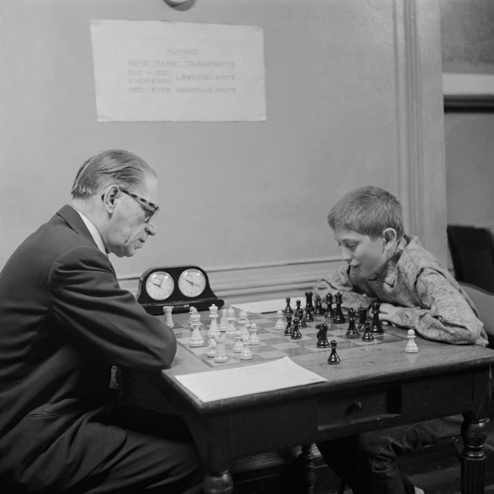 Cậu bé 13 tuổi Bobby Fischer năm 1956 - Ảnh tư liệu