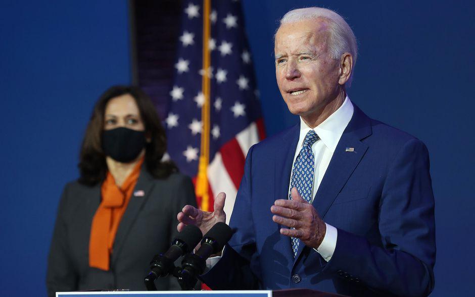 Joe Biden sẽ tuyên thệ nhậm chức vào ngày 20-1-2021, cạnh ông là Phó Tổng thống Kamala Harris