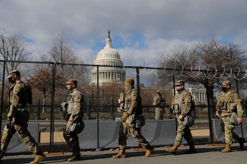 Lực lượng Vệ binh Quốc gia tại khu vực gần Điện Capitol được tăng cường canh gác vì vấn đề an ninh, ngày 19/1/2021 - Ảnh: Andrew Kelly (Reuters)