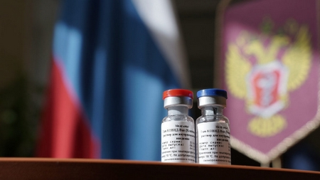 Vaccine Nga nhanh nhất cũng chỉ có thể được sử dụng ở Hung sau 3 tháng nữa, khi chấm dứt giai đoạn thử nghiệm lâm sàng và cấp phép. Nhưng Hungary đã khước từ khả năng này - Ảnh: Bộ Y tế Liên bang Nga