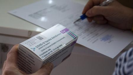 Vaccine của AstraZeneca tới Hungary hôm 30-3-2021 - Ảnh: Varga György (MTI)