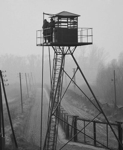 Biên giới Slovakia nhìn sang phía Áo - 1989 - Ảnh: Internet